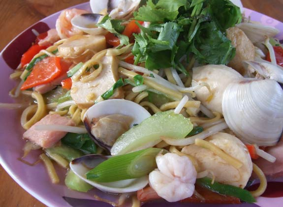 Seafood fried noodles Taiwanese style 台式海鮮炒麵