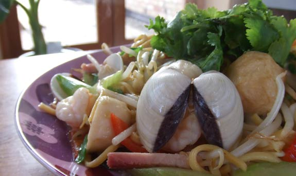 Seafood fried noodles Taiwanese style, ready to eat!
