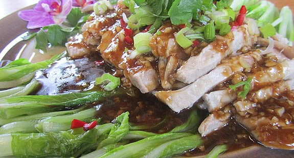 Boiled pork in garlic and oyster sauce