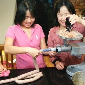 Make Taiwan sausages with a machine 台灣香腸簡單做