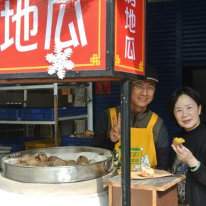 Hot Sweet Potato stall 台灣烤地瓜 street food in Taiwan